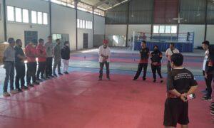 Ketum KONI Sumbar mengunjungi tes fisik atlet cabang olahraga Pencak silat dan karate